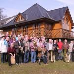 """Gruppe vor dem """"Backhaus"""" II"""
